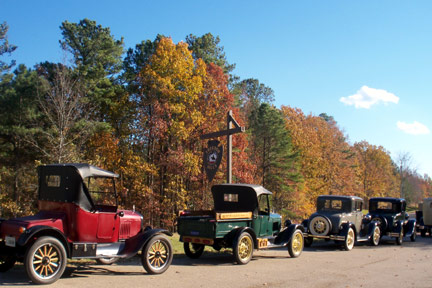 Freedom Hills Overlook / Antique Cars - Natchez Trace Fall Foliage Photos