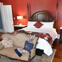 The Scarlet Oak Suite - Second Level - 1 King Sized Bed - Private Bathroom