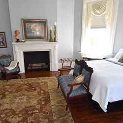 The Magnolia Suite - Second Level - 1 King Sized Bed, Separate Parlor - Private Bathroom