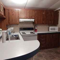 The Aluminum Lodge - 2 Bedroom Cottage - Kitchen