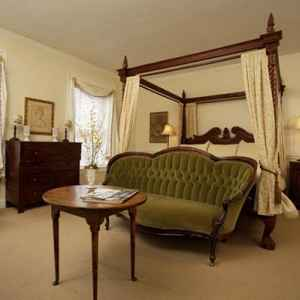 The Clara Room - Natchez Bed and Breakfast