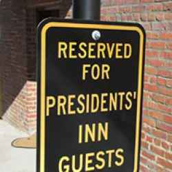 Presidents' Inn - Parking next to your front door.