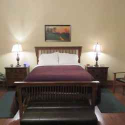 Presidents' Inn - George Washington guest room