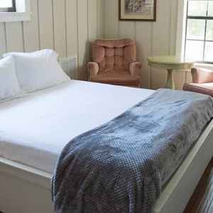 Carriage House Bedroom - French Camp lodging