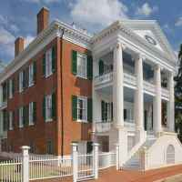 Circa 1836, Choctaw Hall in Natchez, MS is a blend of Greek Revival to Federal styles.