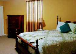 Upstairs Bedroom with Queen Size Bed