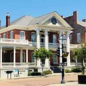 Natchez, MS Bed and Breakfast - Guest House Antebellum Mansion