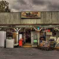 Gems, Junk and Antiques - Collinwood, Tennessee