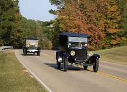 Antique cars traveling the Trace.