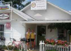 We stopped at The Dragonfly Emporium in Collinwood, Tennessee for a fruit smoothie.