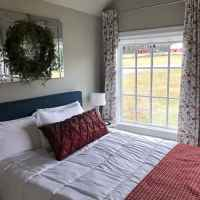 Sleeping Beauty Cottage Bedroom with a Queen Size Bed